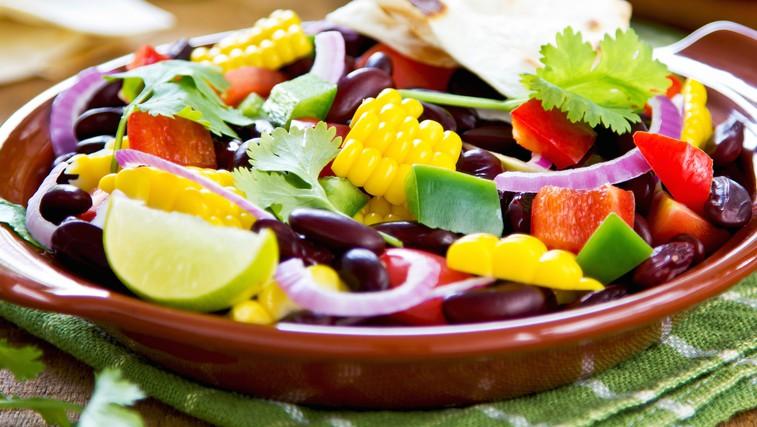 Solata iz črnega fižola in citrusov (foto: Shutterstock.com)