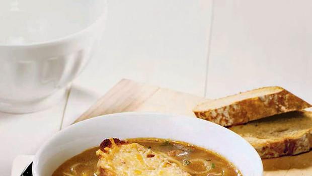 Gratinirana čebulna juha (foto: revija Čarovnija Okusa)