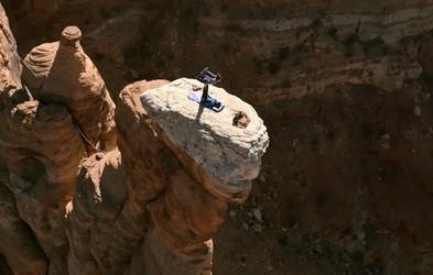 Tako izgleda joga na robu 183 m visoke pečine