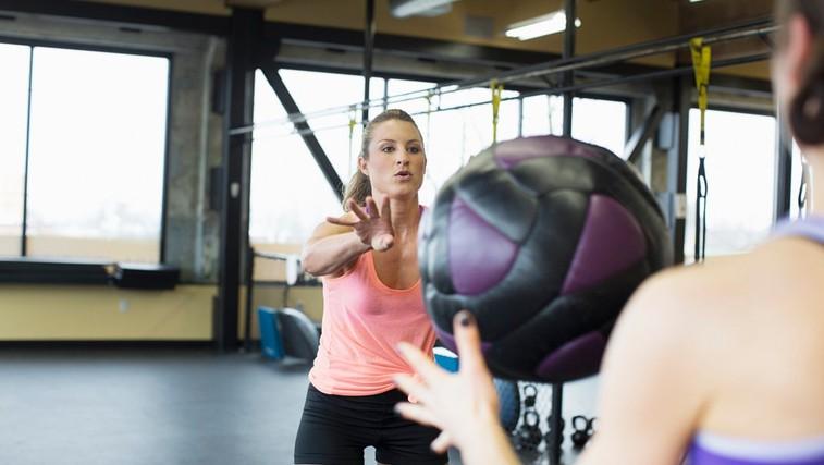 4 vaje z medicinsko žogo za krepitev celega telesa (foto: Profimedia)