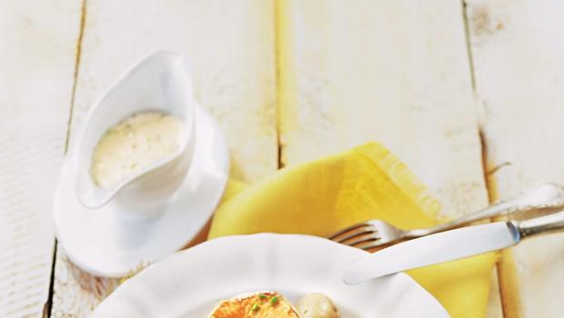 Puranji zrezki z drobnjakovo smetano (foto: stockfood photo)