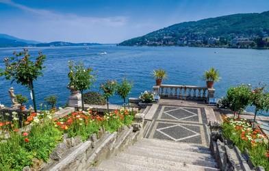 Idilična pokrajina ob jezeru Maggiore