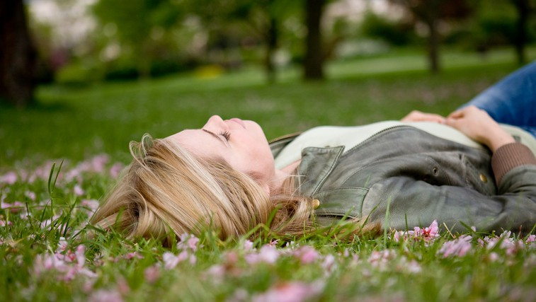 Kako si lahko pomagamo, ko nas ujame spomladanska utrujenost (foto: Profimedia)