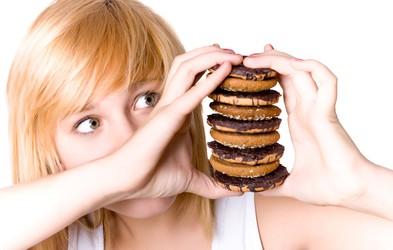 3 preprosti nasveti, kako ukrotiti hudo željo po sladkem