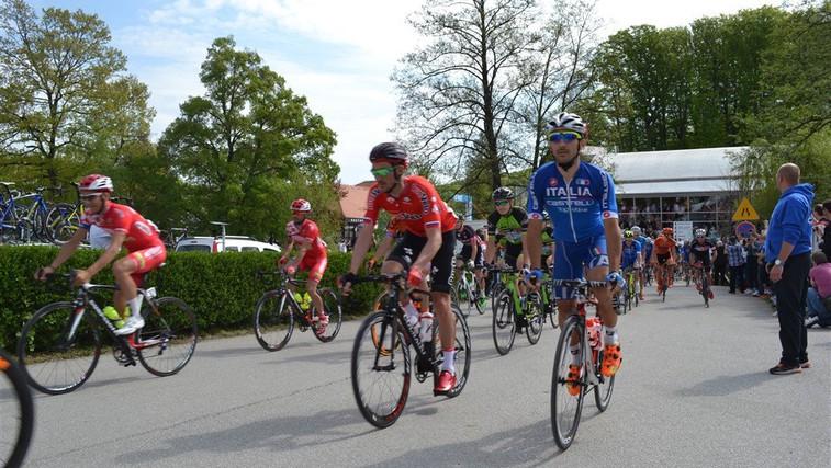 Delček poti profesionalnih kolesarjev so v okolici LifeClass Term Sveti Martin še pred samo tekmo na kolesarski avanturi raziskali tudi rekreativni kolesarji (foto: LifeClass Terme Sveti Martin)