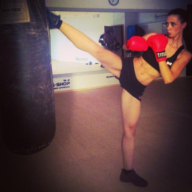 Žana Salobir med treningom borilnih veščin