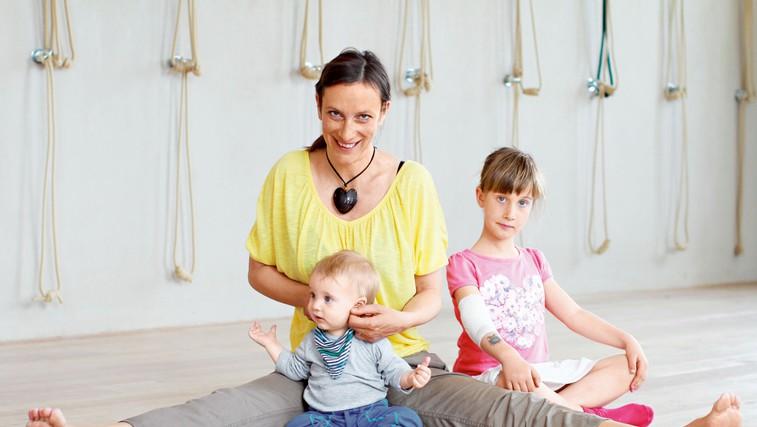 Dojenčki so naravni jogiji (foto: Goran Antley)