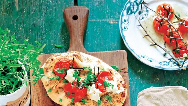 Pica z artičokami in paradižniki (foto: stockfood photo)