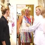 Anita in Tina sta za nagrado prejeli nova oblačila, ki sta si jih izbrali v modnem butiku La Vision iz Domžal. (foto: Helena Kermelj)