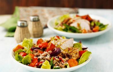 Za ljubitelje žara: Piščanec z jamajško omako in solato