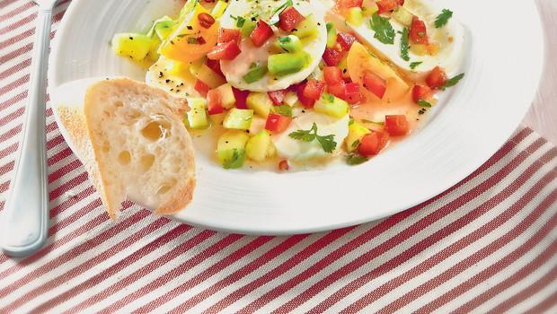 Mocarela z zelenjavno polivko (foto: revija Čarovnija okusa)