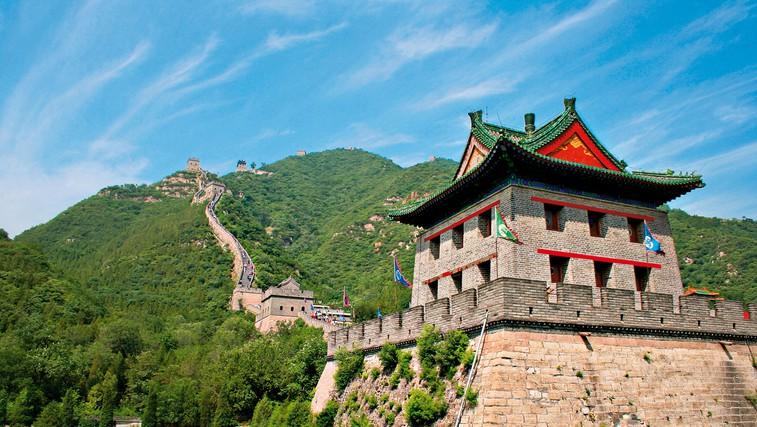 Kitajski zid je danes velik turistični simbol Kitajske, a kljub velikim denarnim vložkom v obnovo težko kljubuje vremenskim izzivom in številnim turistom. (foto: profimedia)