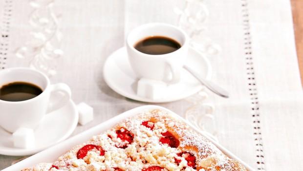 Sladka in sočna jagodna pica (foto: revija Čarovnija okusa)