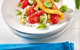 Omleta s češnjevimi paradižniki in perutnino