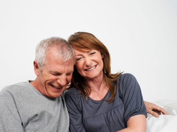 Pogovarjanje  Kaj določa srečno zvezo? Raziskovalci so odkrili, da jo prepoznamo po pogovorih. Srečni pari se le približno 10 odstotkov svojega časa pogovarjajo o temah, kot sta na primer vreme ali delo. Preostal čas živahno diskutirajo – o politiki, filmih, knjigah in aktualnem svetovnem dogajanju. Srečni pari si zaupajo strahove in govorijo o spominih iz otroštva in o prihodnosti.