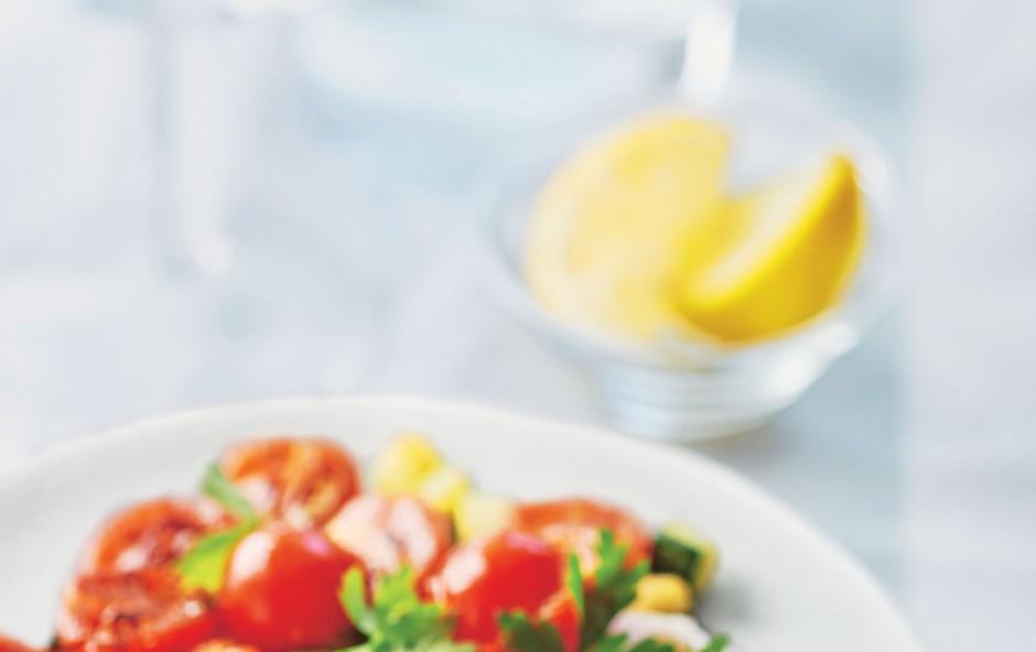 Lahek ribji filet s paradižniki in bučkami (foto: stockfood photo)