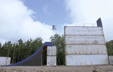 Drew Bezanson z BMX kolesom po najbolj noro zastavljenem poligonu