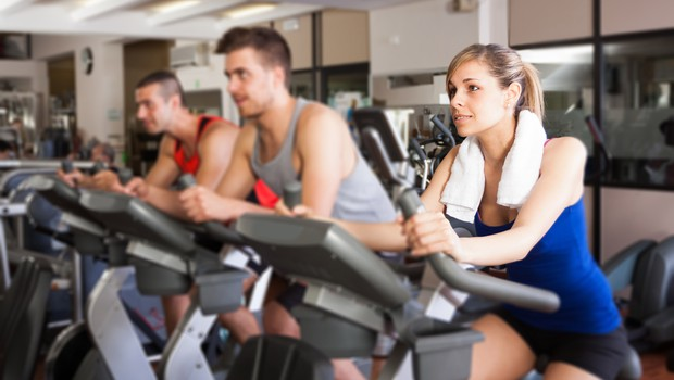 Ali lahko povečamo mišično maso le z vadbo na sobnem kolesu (foto: Shutterstock.com)