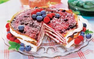 Čisto preprosta in zelo poceni: Torta v slojih z jagodičjem