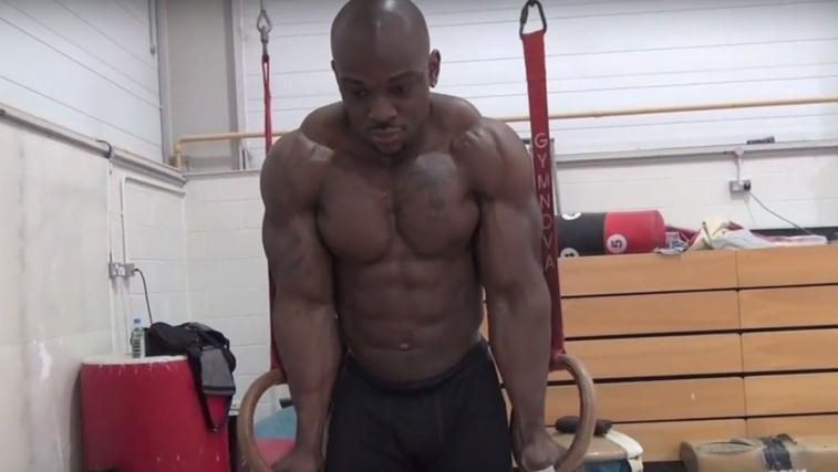 VIDEO: To se zgodi, ko se bodybuilder preizkusi v gimnastiki (foto: YouTube)