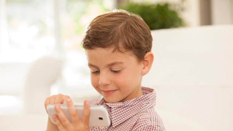 Kdaj je otrok dovolj zrel za mobilni telefon? (foto: profimedia)