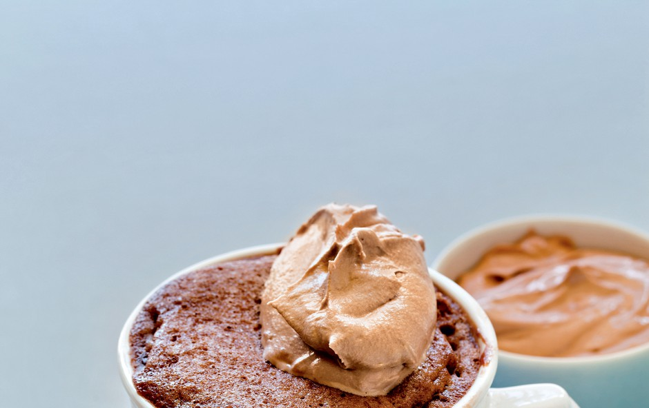 Slastna lešnikova tortica z nutelo (foto: revija Čarovnija okusa)