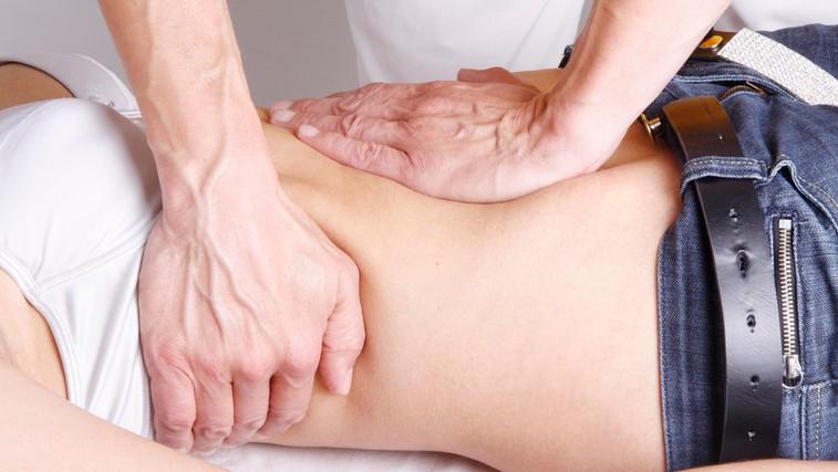 Kdaj lahko kiropraktik pomaga in kdaj škodi? (foto: Profimedia)