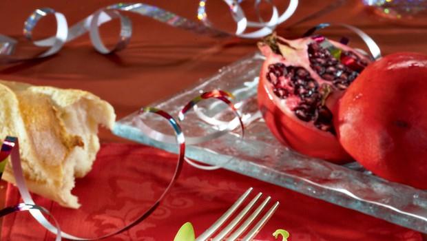 Riževa solata z granatnim jabolkom in češnjevimi paradižniki (foto: revija Čarovnija okusa)