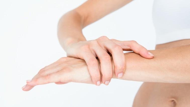 Zakaj je koristno roko polagati v jabolčni kis? (foto: Profimedia)