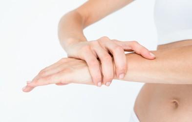 Zakaj je koristno roko polagati v jabolčni kis?