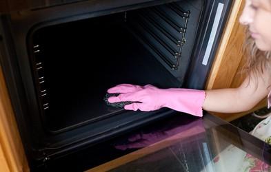 Preprost domač pripravek za čiščenje pečice