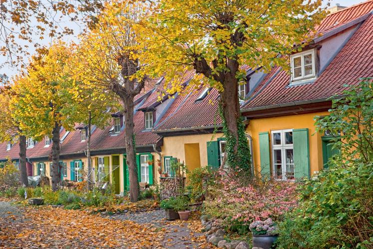 STRALSUND Stralsund je mesto, ki je ležalo na črti nekdanje Hanzeátske líge (zveza trgovskih cehov), leži pa na južni obali …