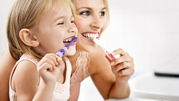 Krvavitev iz dlesni - znak za alarm (foto: Shutterstock)
