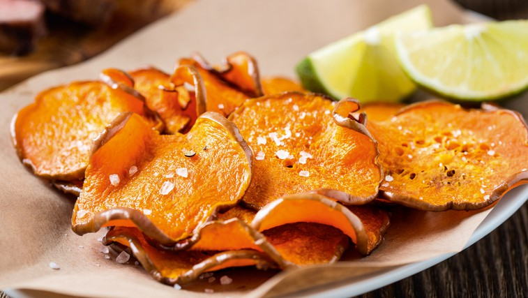 Domači zelenjavni čips - hitro narejen in slasten! (foto: Shutterstock.com)
