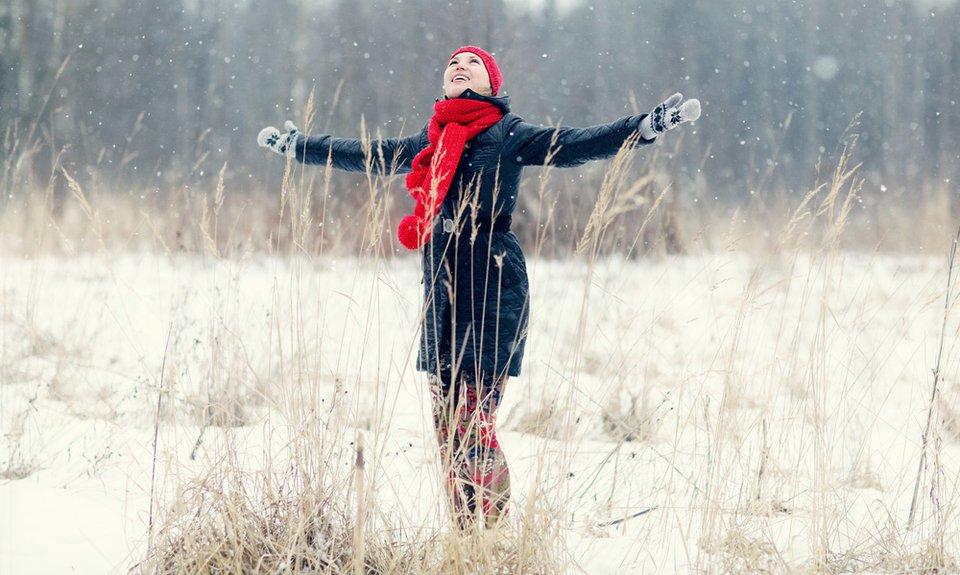 veselje-smeh-zenska-zima
