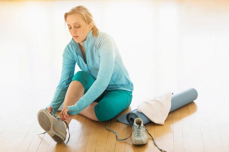PRESKOČITE JUTRANJO ZMEDENOST Nikar ne opustite jutranjega teka, ker ne najdete nogavic, športnih copat ali nedrčka. Zvečer boste za vse …