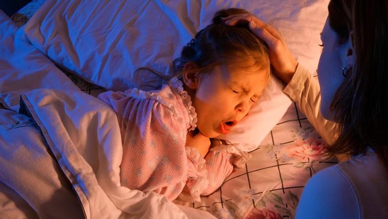 Kaj lahko doma, brez zdravil, naredite za omilitev kašlja pri otroku (foto: Profimedia)