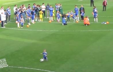 VIDEO: Kar je naredil ta malček, je popolnoma navdušilo množico na tribunah