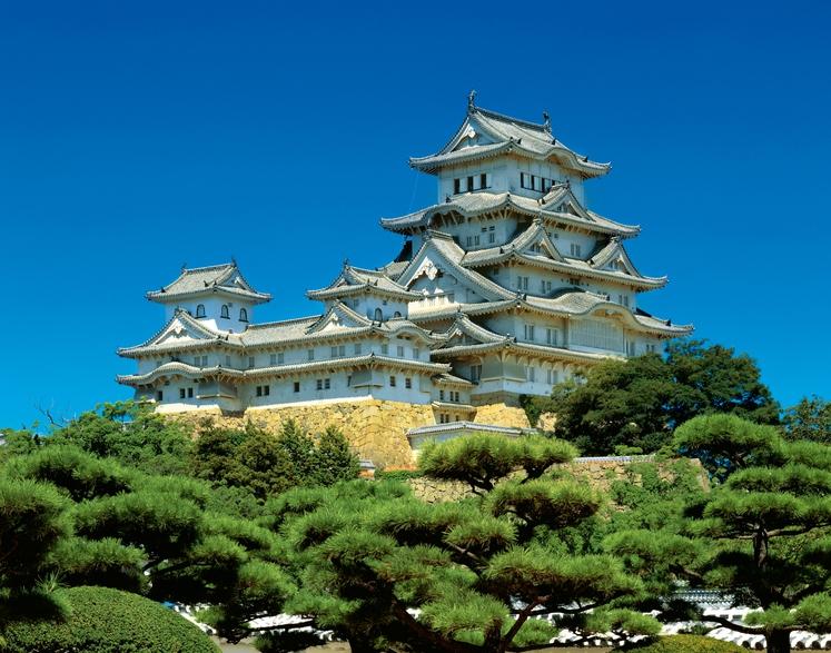 Himeji, Japonska Dvorec Himeji, ki je kompleks 83 lesenih zgradb, je na vrhu hriba v mestu Himeji v japonski regiji …