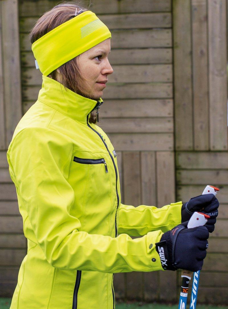 Špela Strasser: Pravilen položaj palic pri nordijski hoji
