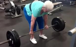Poglejte si, kako z lahkoto dvigne 102 kilograma!