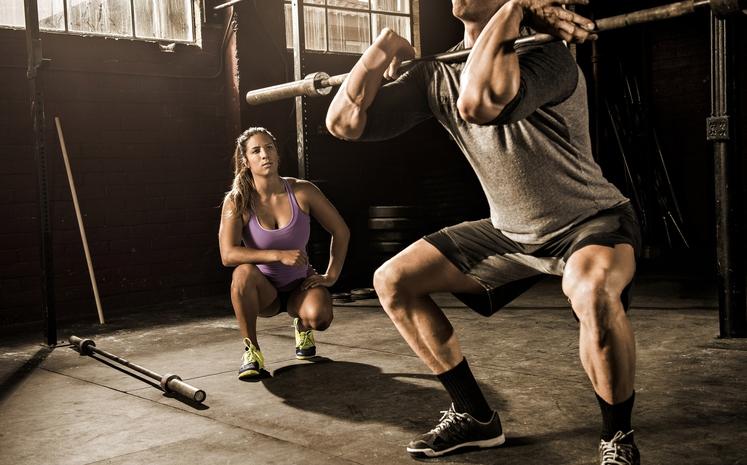 POČEP Z DROGOM SPREDAJ Tistim, ki redno in intenzivno počepajo, hitreje rastejo mišice. Mišice nog posebno. Zato pograbite drog, izberite …