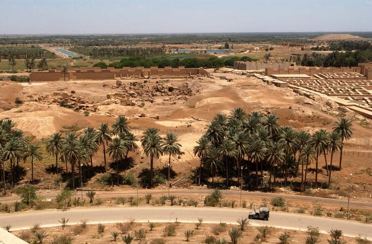 Babilon, Irak, 600 pr. n. št. – 200 tisoč prebivalcev Antično mesto v Mezopotamiji ob reki Evfrat je postalo pomembno …
