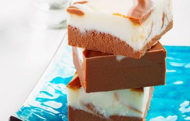 Vegansko: Čokoladne kocke s slanim karamelnim prelivom