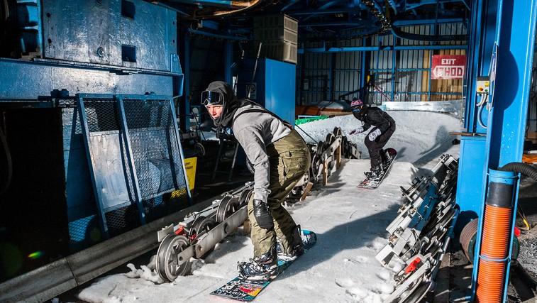 Kaj se zgodi, ko se ekipa deskarjev na snegu odloči prebuditi speče smučišče nad dolino Soče? (foto: Chris Wellhausen)