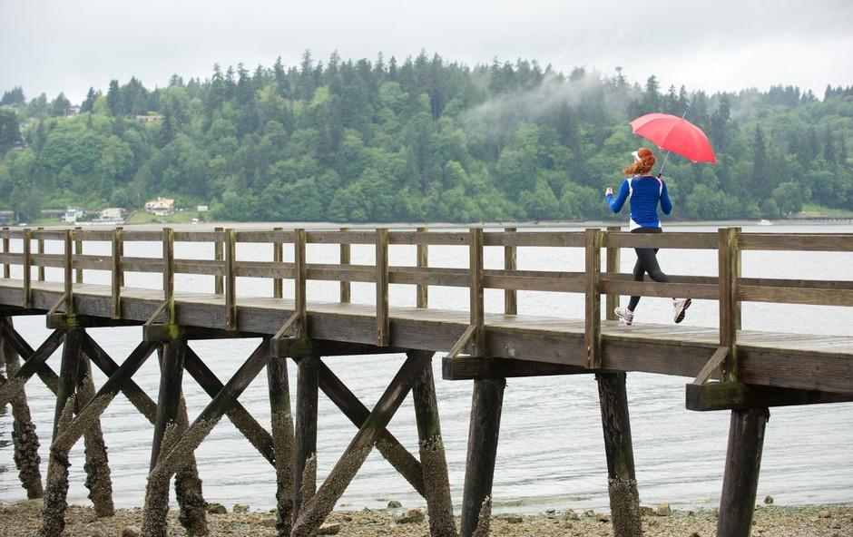 """Nasveti za vikend: """"Ni neprimernega vremena, so samo neprimerna oblačila in obutev!"""" (foto: Profimedia)"""