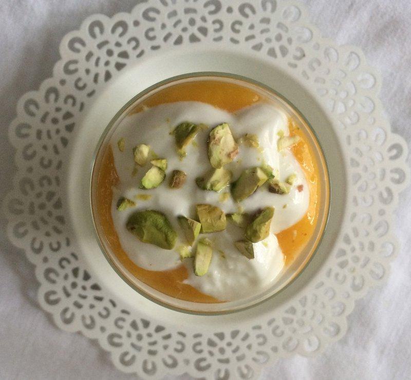 Grški jogurt z mangovim pirejem, Katja Ropoša, Cook Eat & Smile