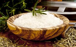 Kuhinjska proti morski soli: prednosti in slabosti, ki bi jih morali poznati