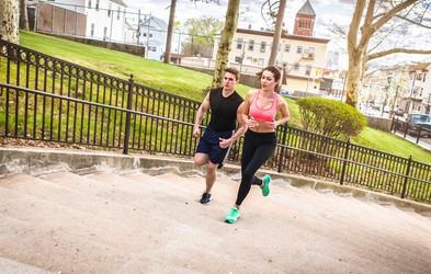 Tekaško koleno in najpogostejša napaka, ki jo naredijo tekači