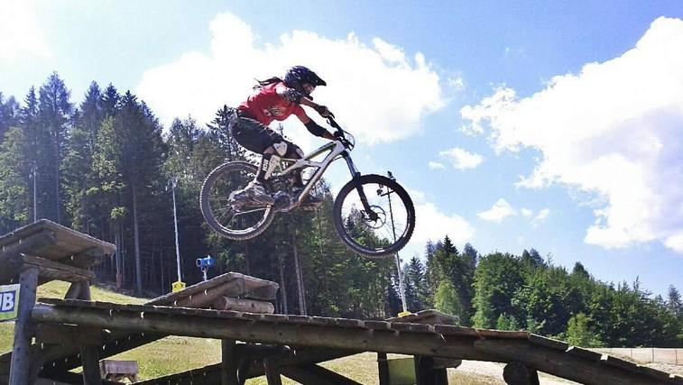 """Gorska kolesarka Saša Merše: """"Ljudje se pogosto ustrašijo moči in samozavesti."""" (foto: saša merše)"""